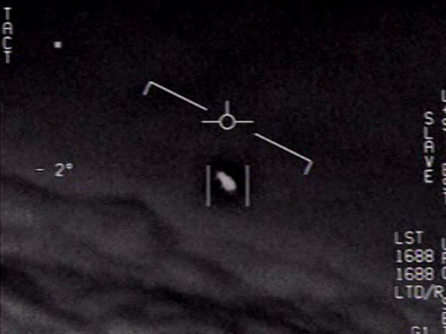 Le Pentagone a rendues publiques trois vidéos montrant des objets volants non identifiés - capture vidéo