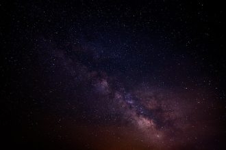 La photo d'une galaxie lointaine dans le froid spatial