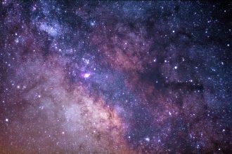 Une photo présentant une galaxie