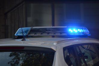 Les gyrophares d'une voiture de police