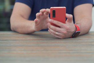 Le Oppo Find X2 Pro est très confortable en main