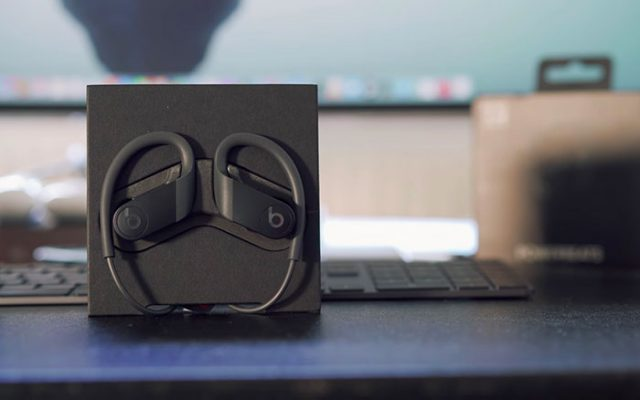 Les PowerBeats 4 existent en plusieurs couleurs. C'est le modèle noir qui m'a été prêté.