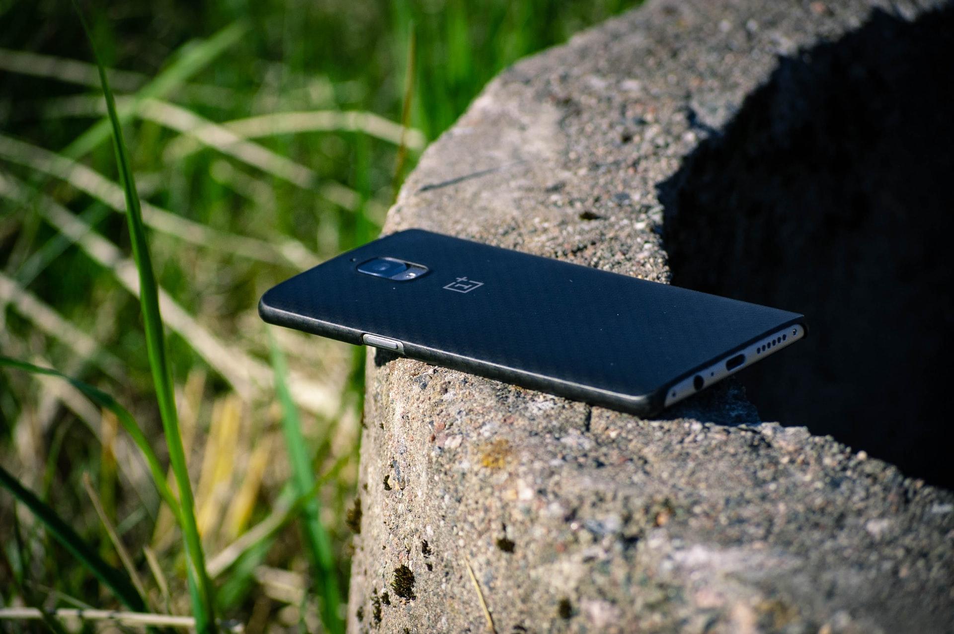 Un téléphone de la marque OnePlus