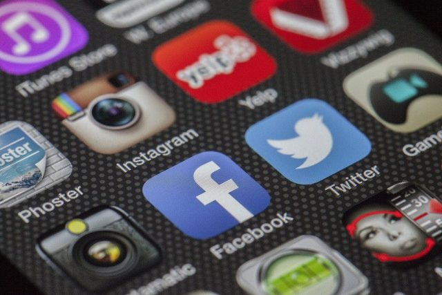 Les icônes de Twitter et Facebook