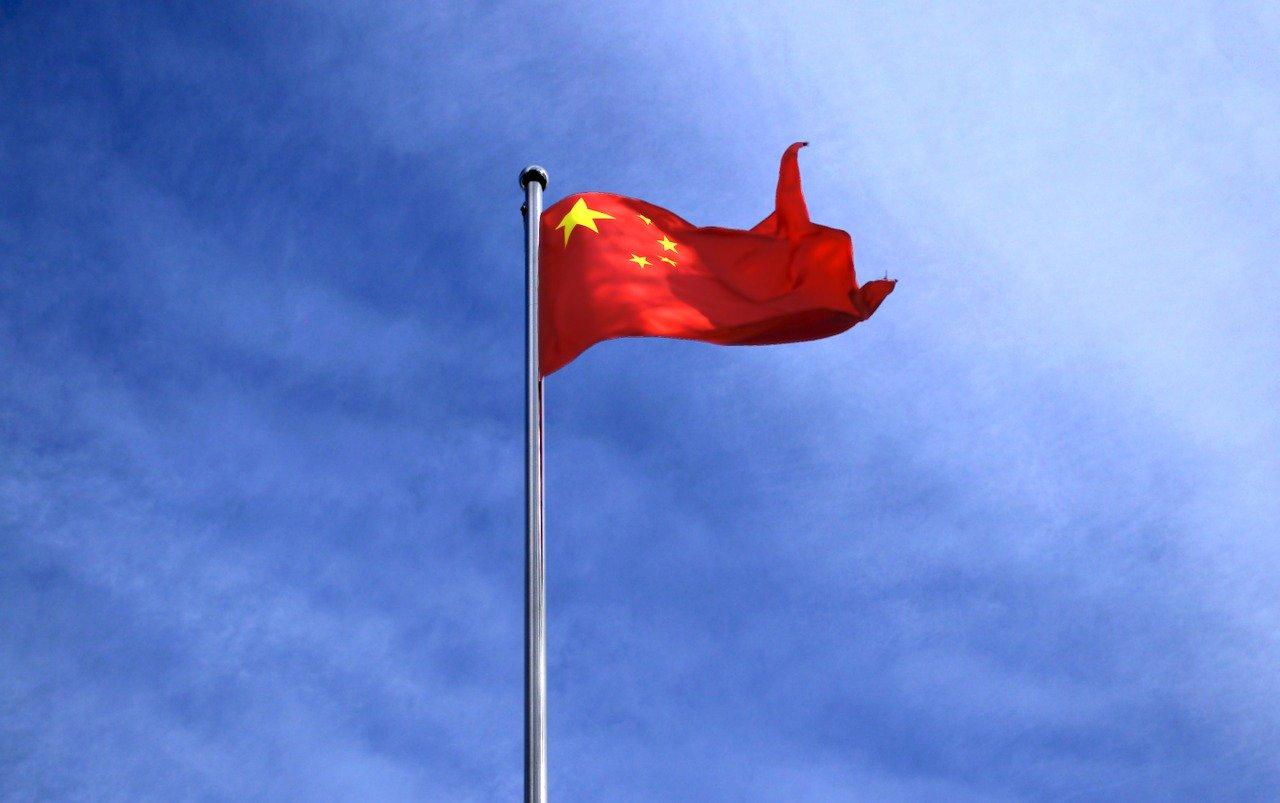 Le drapeau chinois flottant au vent
