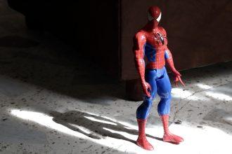 Une figurine représentant Spider-Man