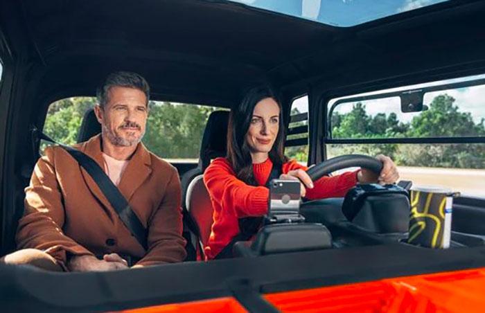 La Citroën AMI est doté d'un habitacle aux dimensions généreuses, suffisamment grand pour accueillir deux adultes