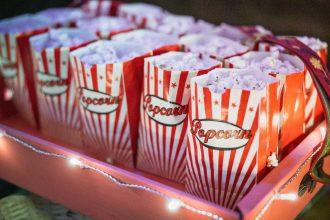 Des paquets de popcorn