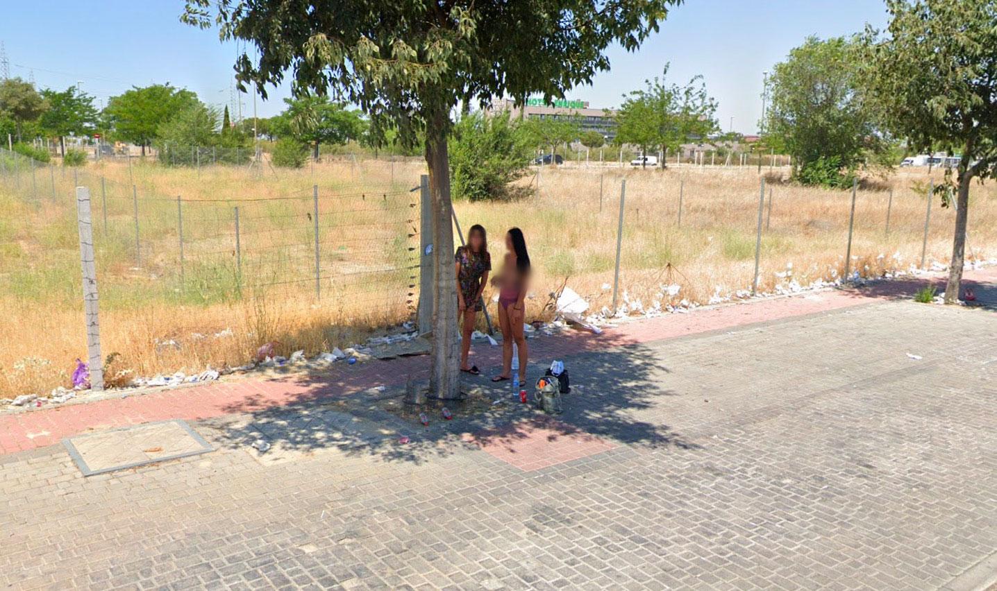 Drôle d'endroit pour faire du seins nus - Google Maps (image modifiée)