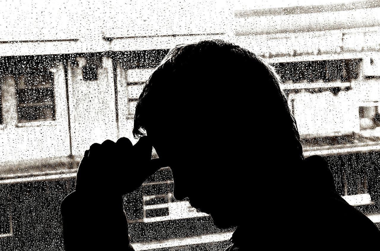 Un jeune homme triste