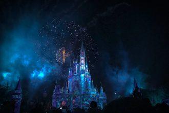 Une photo présentant le château de Disney