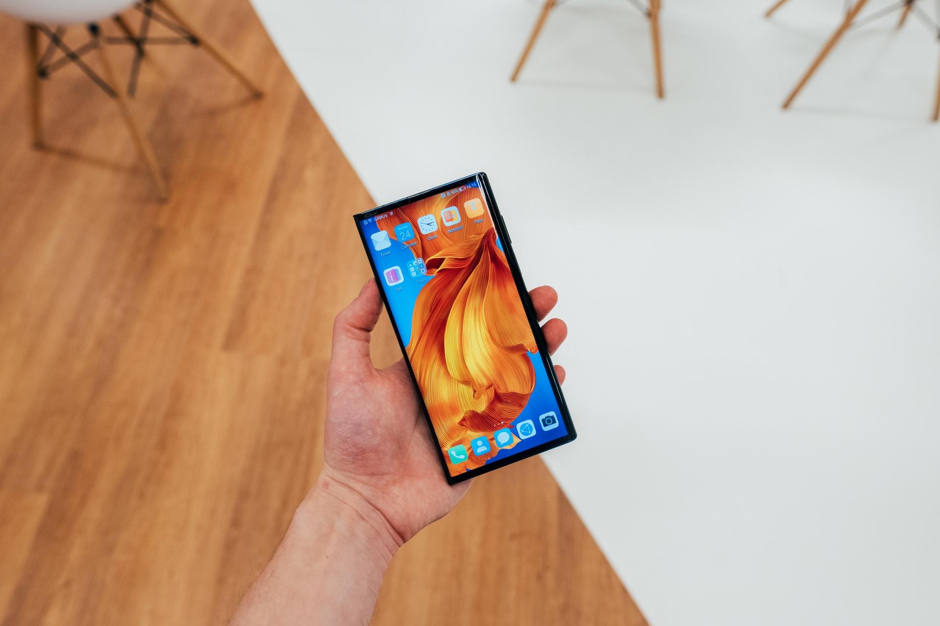 Le Huawei Mate X, un smartphone pliant très looké