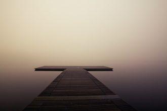 Un ponton sur un lac