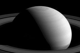 Le drôle de nuage hexagonal de la planète Saturne