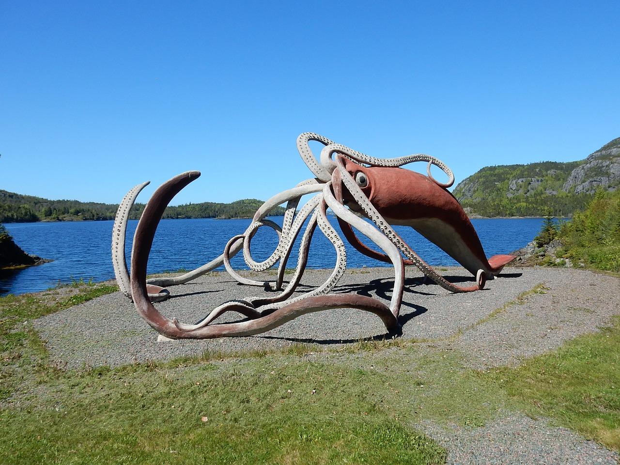 La sculpture d'un calmar géant
