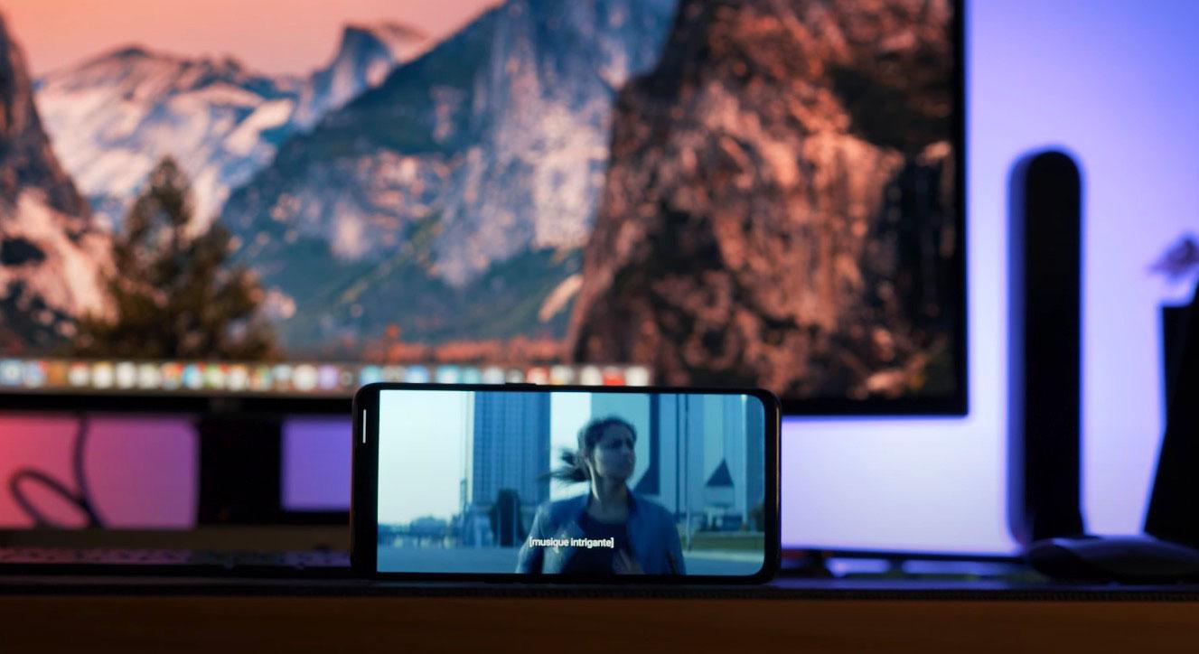 L'écran est particulièrement adapté à un usage multimédia