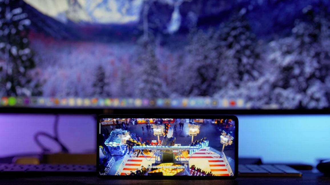 Regarder un film ou l'épisode d'une série sur l'écran du Find X2 Neo est un véritable plaisir