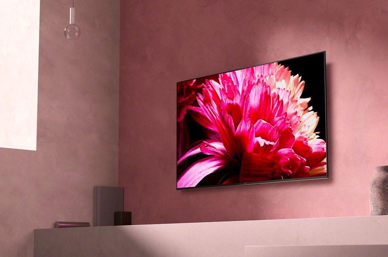 Le TV LED Sony Bravia JD65XG9505 accroché à un mur