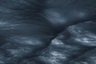 Des nuages noirs menaçants