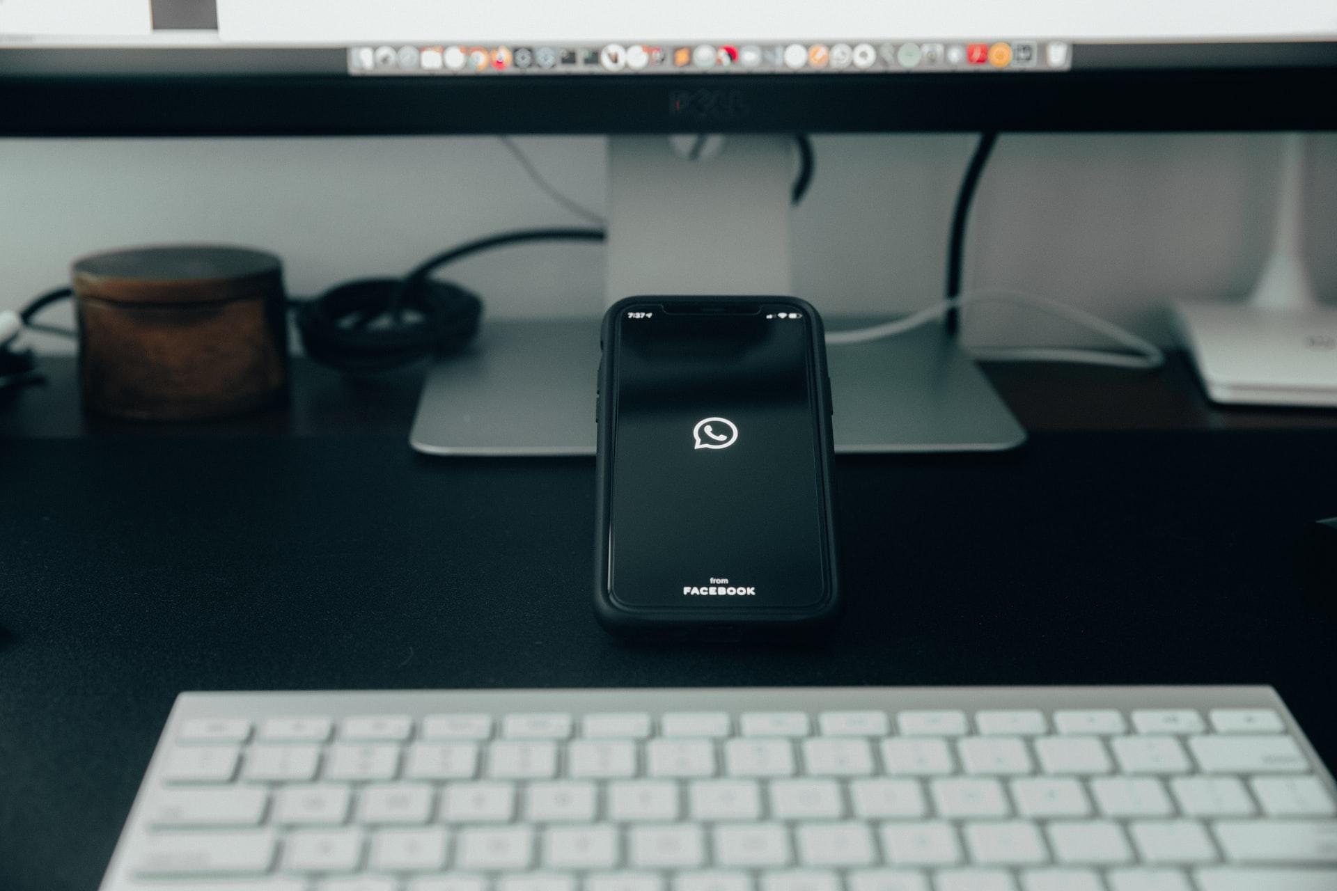 Un téléphone sur lequel a été lancé WhatsApp