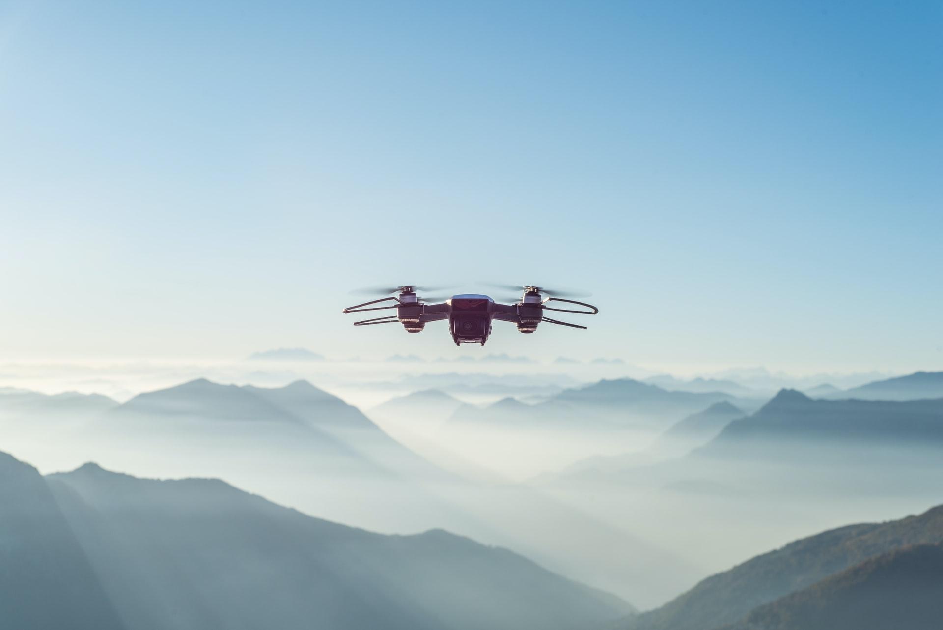 Un drone dans le ciel