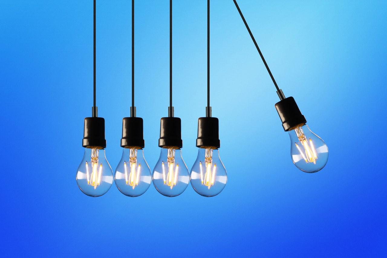 Une série de plusieurs ampoules