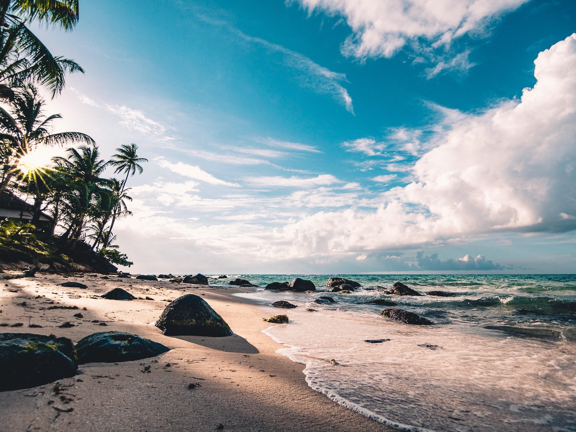 Une plage de sable fin