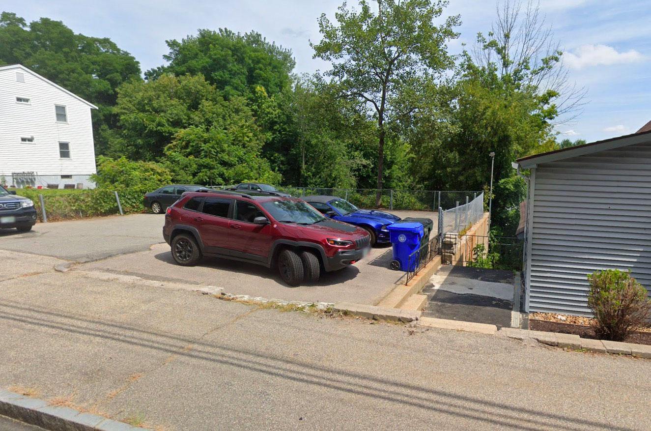 On tombe parfois sur de drôles de voitures sur Google Street View - Crédits Google