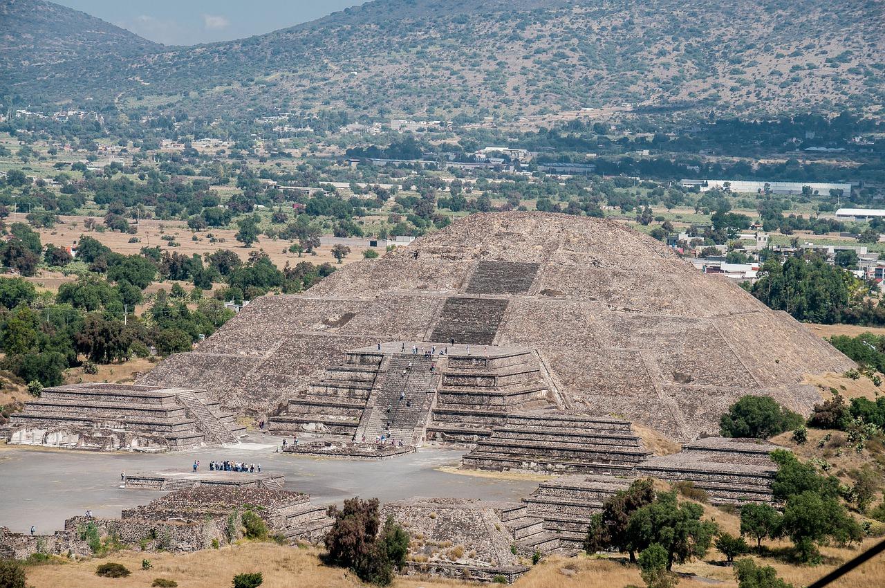 La pyramide de la Lune à Teotihuacan