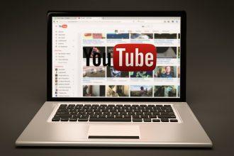 Page d'accueil de YouTube sur un ordinateur portable