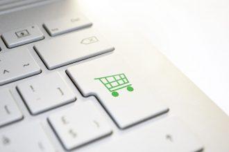Un clavier avec un bouton achat en ligne