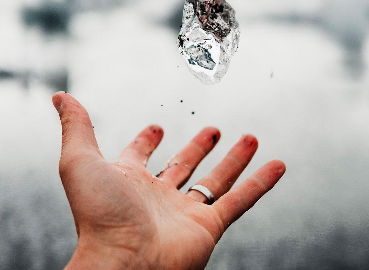 Un diamant bondissant dans les airs