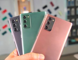 Les trois couleurs du Galaxy Note 20. Le dos est en plastique, mais il ressemble tout de même beaucoup à du verre dépoli.