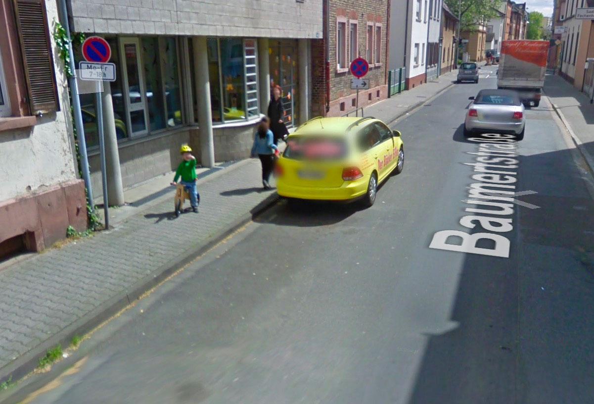 Même les enfants apprécient de croiser la route des Google Cars