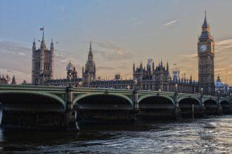 Vue du Parlement Britannique à côté de Big Ben