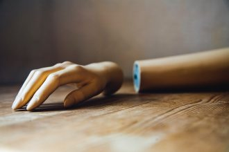 La main d'un mannequin