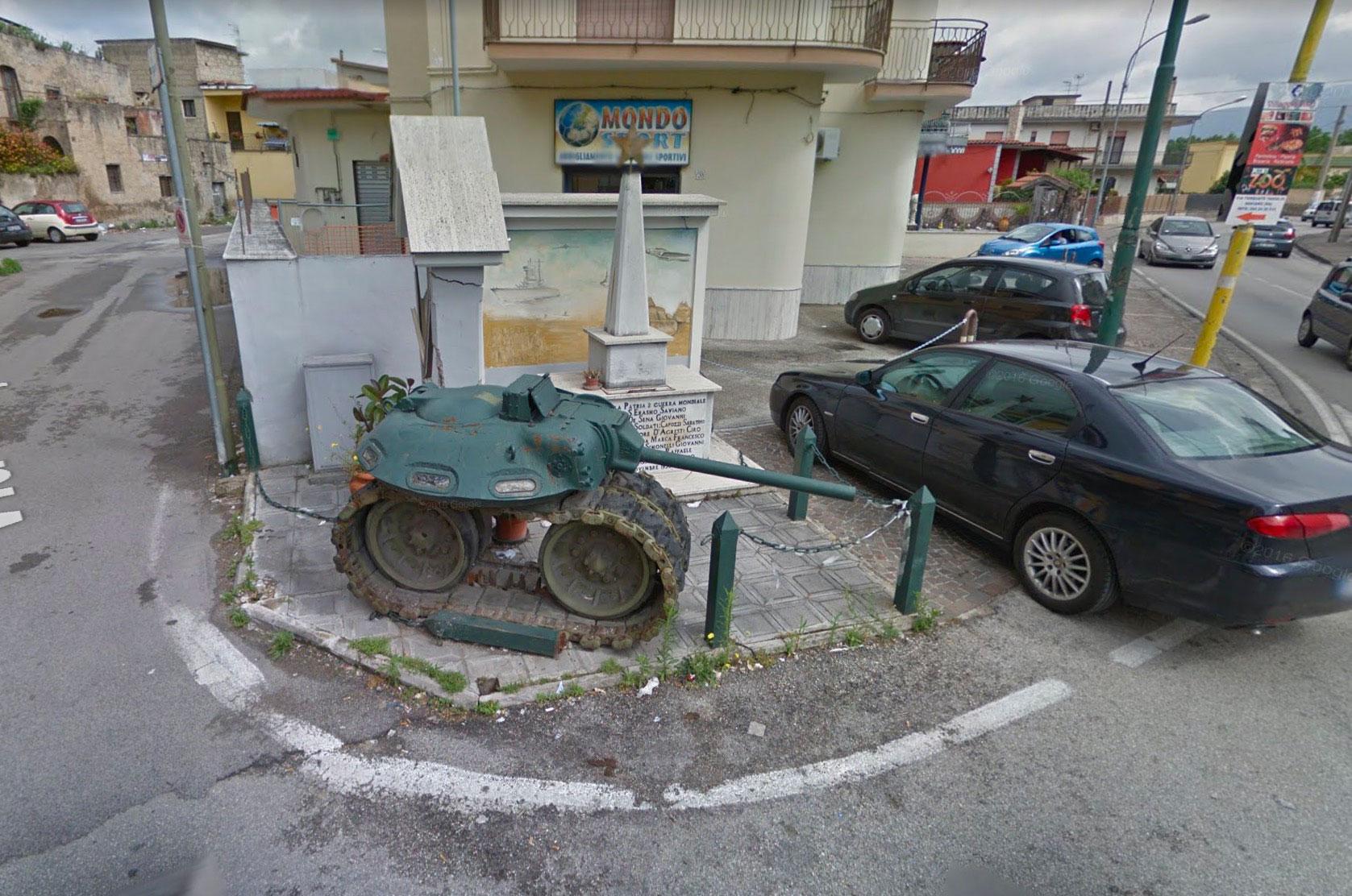 Mais que vient faire ce mini tank ici ?