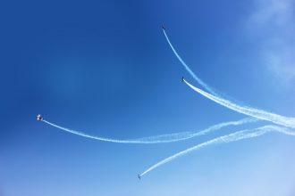 Des chasseurs volants dans le ciel