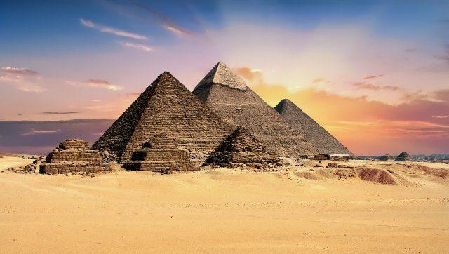 Quand Elon Musk tweete que les Pyramides de Gizeh ont été construites par les extraterrestres, les Égyptiens répliquent