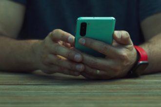 Le OnePlus Nord, un smartphone milieu de gamme qui réserve de bonnes surprises
