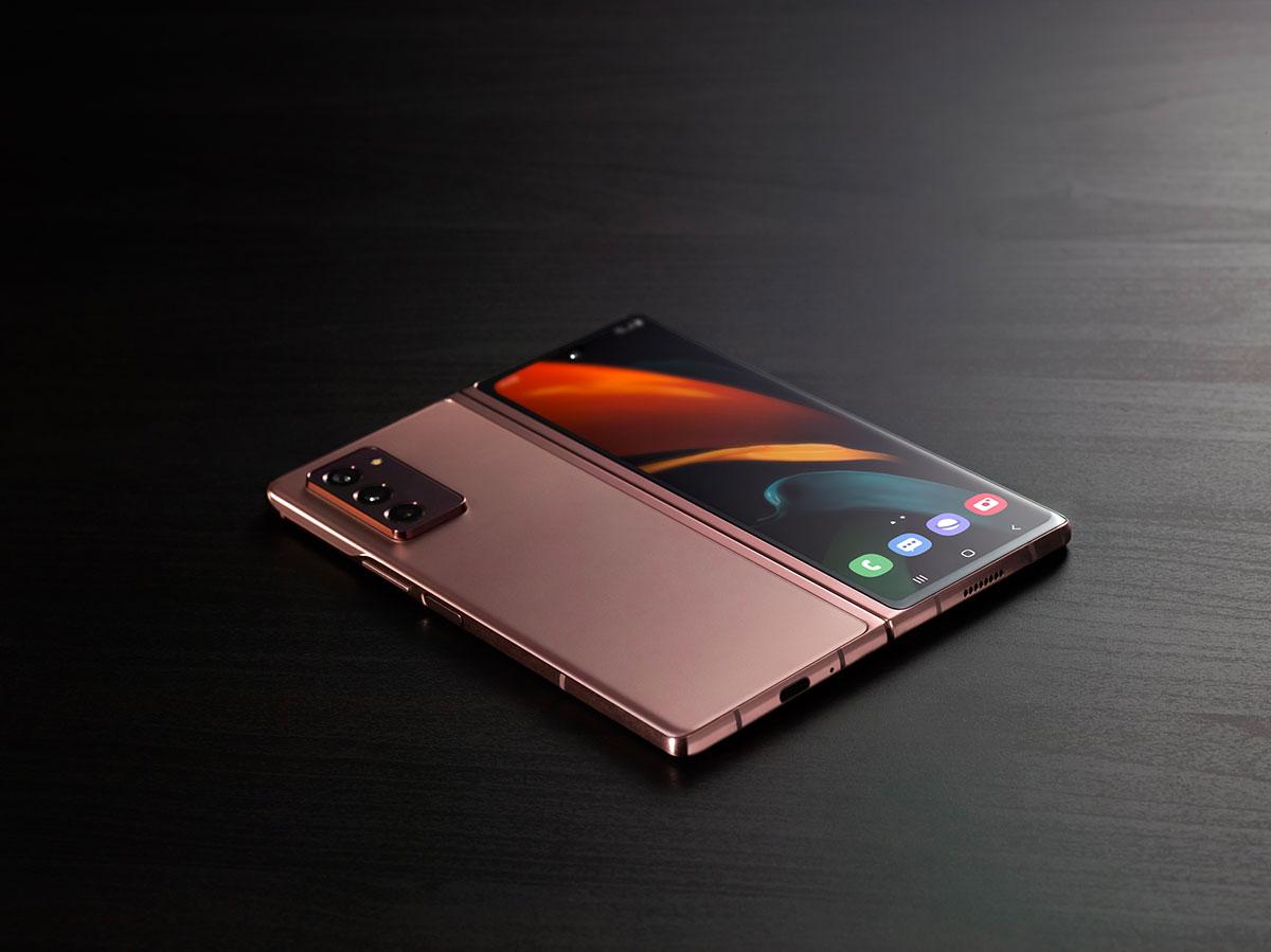 Le Galaxy Z Fold 2 déplié, en version Mystic Bronze