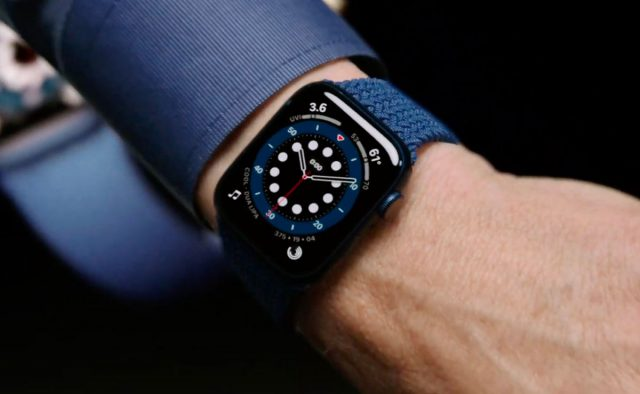 L'Apple Watch Series 6 se décline en bleu