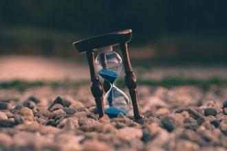 Un sablier symbolisant le temps qu passe