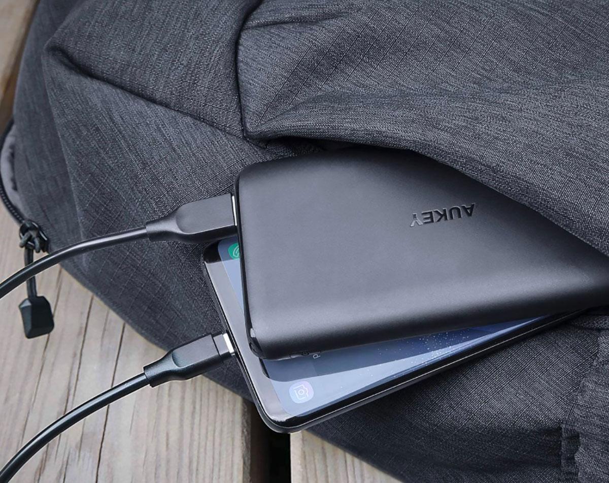Cette petite batterie Aukey est proposée à prix cassé chez Amazon