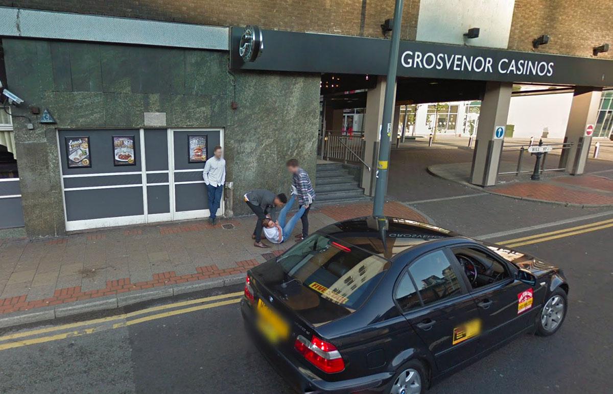 Drôle de scène que celle capturée par la Google Car qui était chargée de modéliser les rues de Birmingham