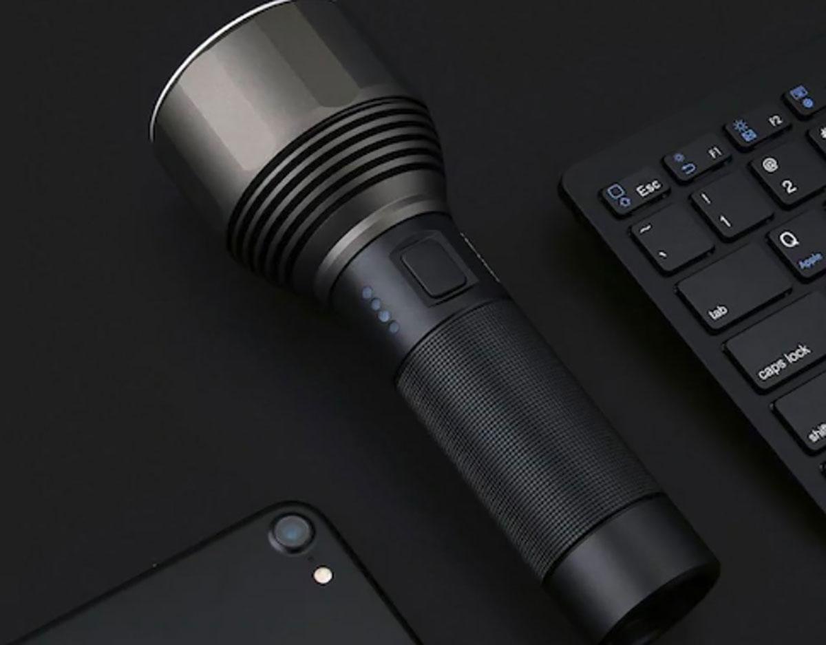 Cette lampe torche fabriquée par Xiaomi est en promo