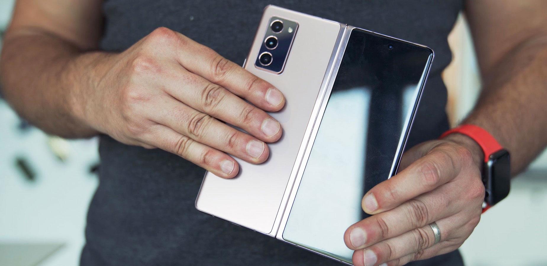 Et il y a aussi une version Mystic Bronze du Galaxy Z Fold 2