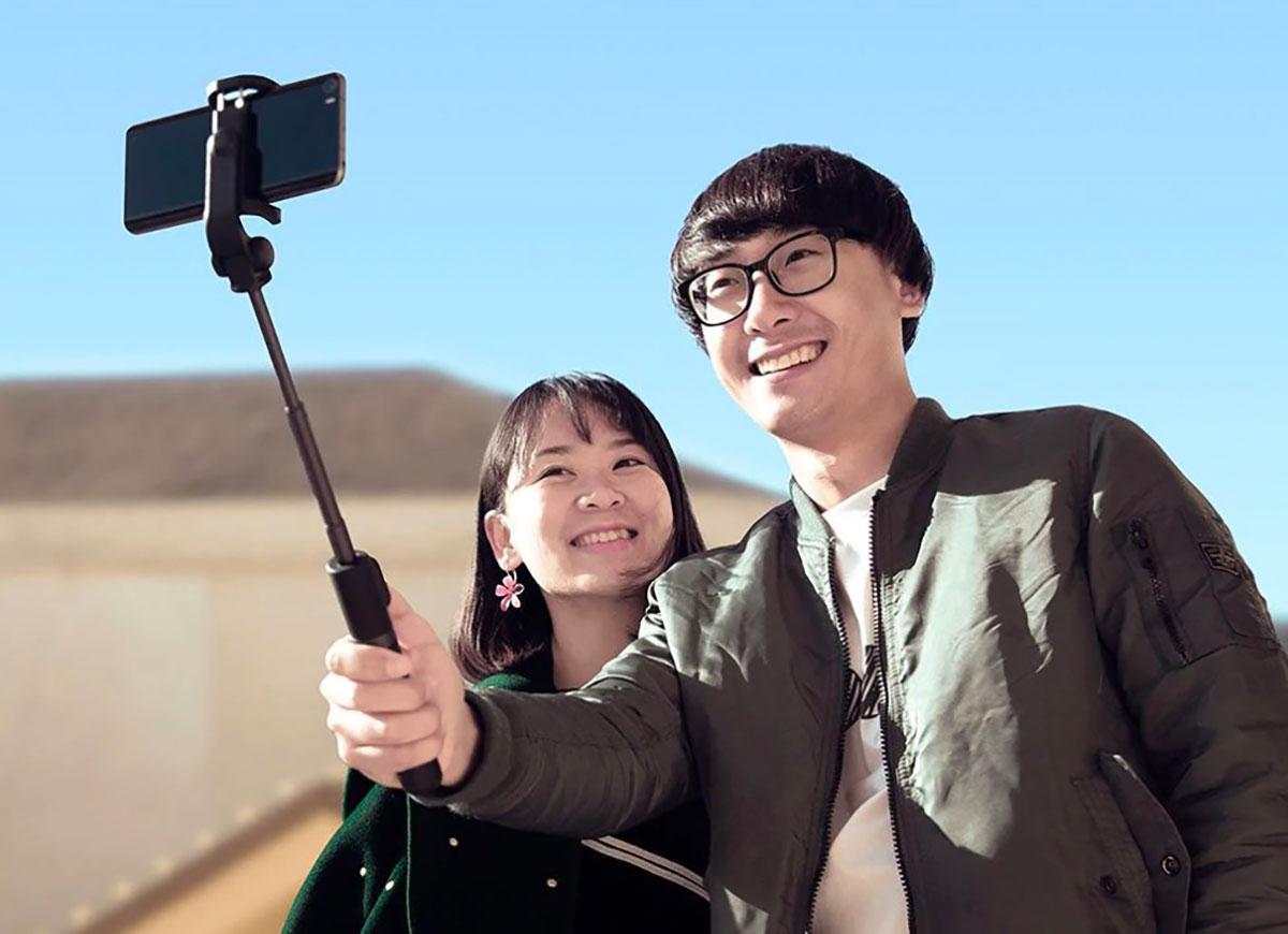 Le trépied Xiaomi peut se transformer en perche à selfies