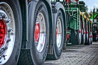 Les roues d'un semi remorque