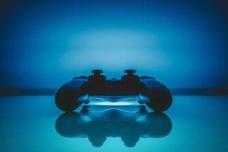 Une manette de PS4